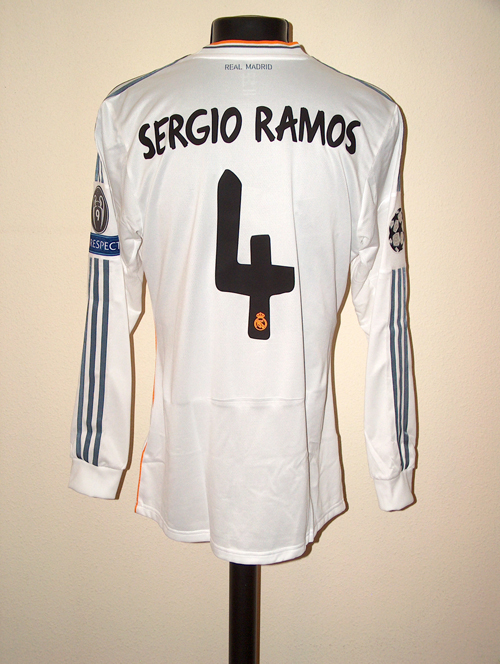 the latest 5bbaf a9892 Real Madrid Memorabilia