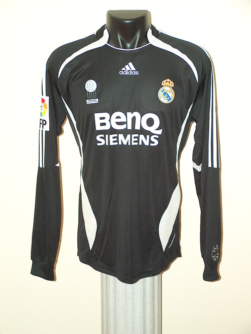 the latest d4d51 17d4a Real Madrid Memorabilia